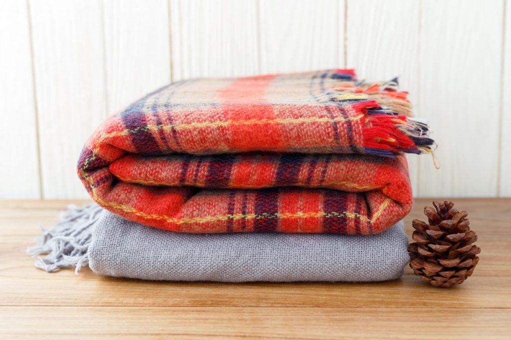 2 couvertures chaudes pliées